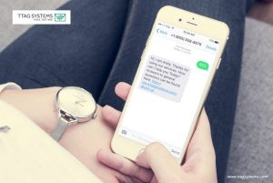 Employee-providing-sms-customer-service-from home
